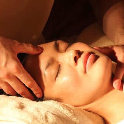Terapias manuales para rejuvenecer nuestro rostro
